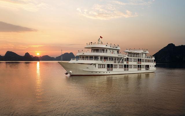 Hạ Long 2 ngày 1 đêm Athena Cruises 5 sao của Sinhcafe