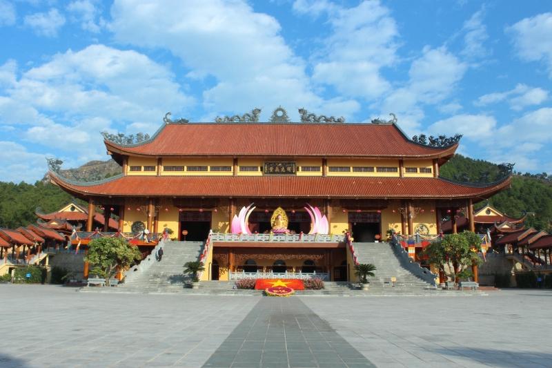 Tour du lịch chùa Ba Vàng – Yên Tử 1 ngày