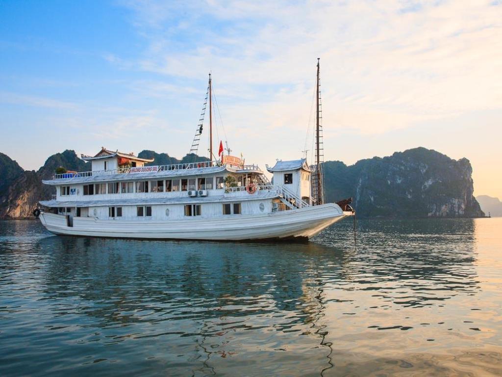 Du Thuyền Hạ Long Dugong Sail